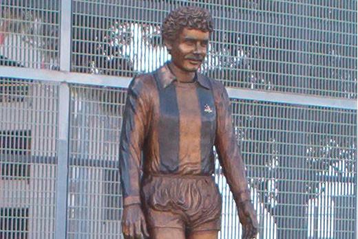 Erasmo iacovone statua